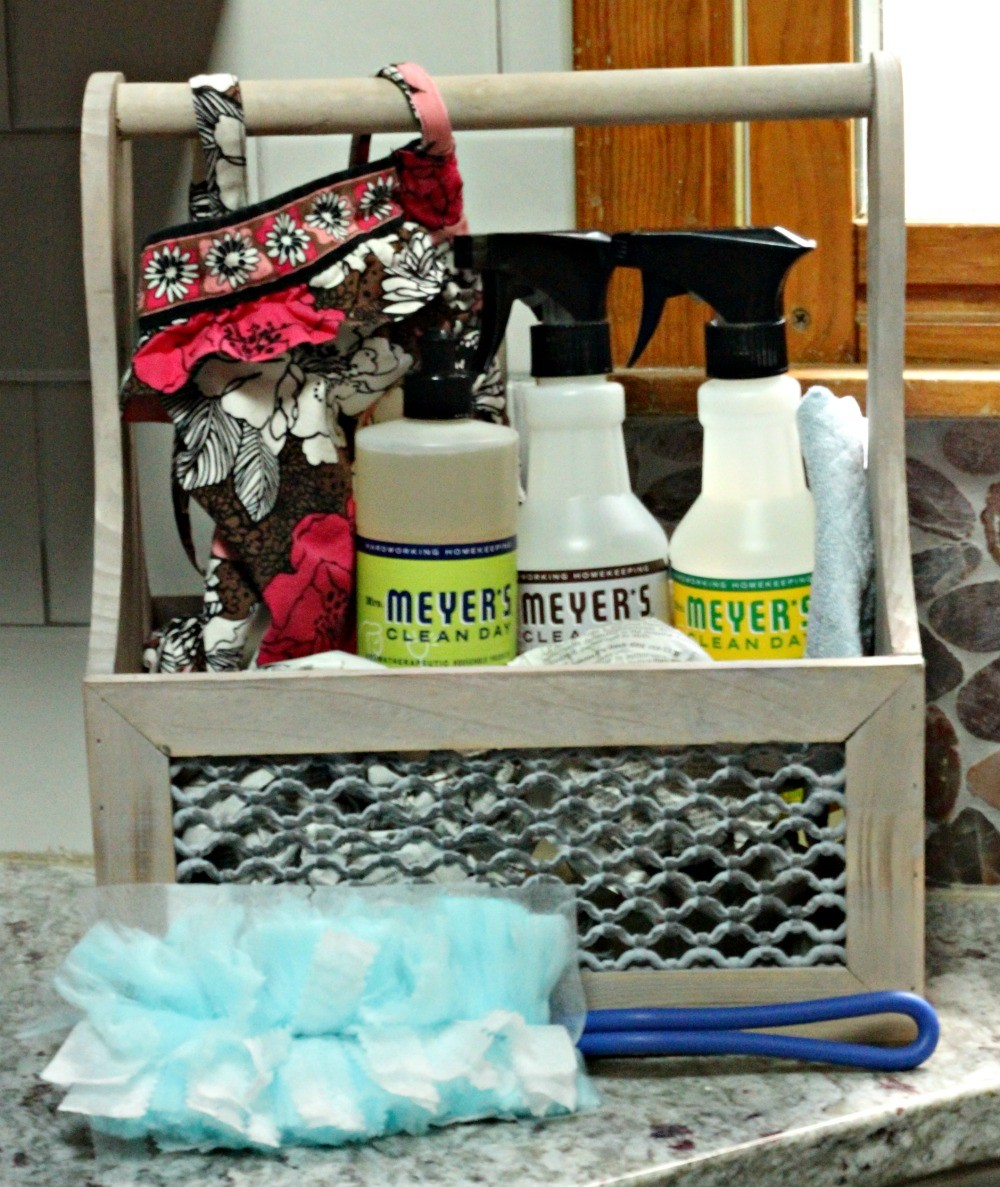 DIY Cleaning Caddy for Household Cleaning