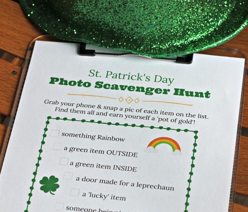 St Patrick's Day Photo Scavenger Hunt {FREE printable!}