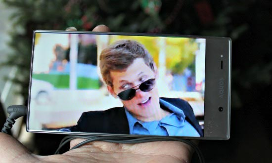 HD screen and video on AQUOS smartphone