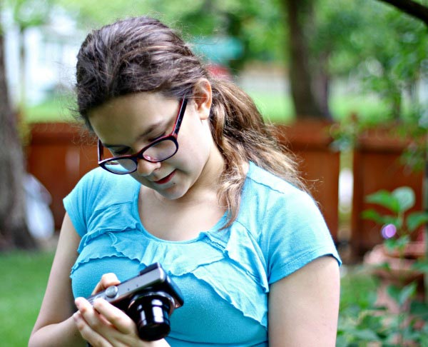 Teaching kids how to take photos + Photo Scavenger Hunt