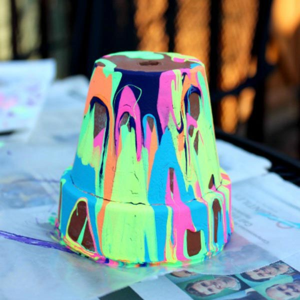 Easy Craft Ideas for Kids - rainbow painted pots for Mothers Day or teacher gift