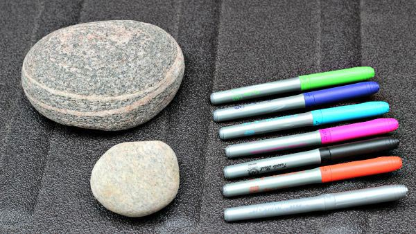 how to create zentangle drawings on rocks